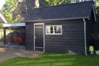 B16 Berging 500x250 houtskelet - lariks potdekseldelen - zadeldak pannen  overkapping 300x250 met plat dak