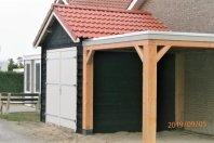 A3 Aanbouw berging met overkapping 325 x 600 houtskeletbouw met zwarte douglas potdekseldelen, zadeldak pannen gedombineerd met plat mastiek dak