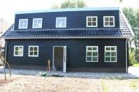 RW 6 Recreatiewoning 1200x600 cm onderzijde trasraam met daarop houtskeletbouw
