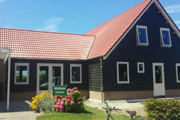 RW 7 Recreatiewoning 1500x850 cm - Kantoor 600x675 onderzijde trasraam met daarop houtskeletbouw - potdekel