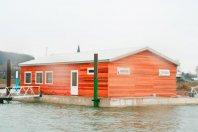 SP14-Clubgebouw-op-ponton-1600x900cm-dubbelwandig-houtskelet-rabat-(red-cedar)