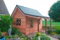 T26 Tuinhuis met overkapping 500 x 430cm dubbelwandig houtskelet (redcedar rabat), zadeldak 45 graden pannen