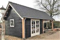 T4 Tuinhuis 850x450 zijwandhoogte 240 houtskeletbouw zwarte douglas potdeksel, zadeladak 40 graden pannen
