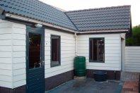 T10-Tuinhuis-L-vorm-780-320x540-320cm-prefab-betonwanden-met-daarop-houtskeletbouw-(Eternit-Sidings)
