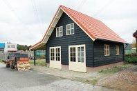 T24 Tuinhuis 900 x 700cm gemetseld trasraam met daarop dubbelwandig houtskelet-(potdeksel), terugval dak, zadeldak 40 graden pannen