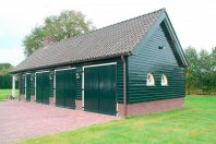 G49 Garage 1450 x 550cm gemetseld trasraam met daarop dubbelwandig houtskelet-(rabat), zadeldak 45 graden pannen