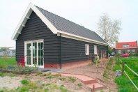 G8 Garage 1600 x 530cm gemetseld trasraam met daarop dubbelwandig houtskelet (potdeksel), zadeldak 40 graden pannen