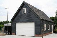 G38 Garage 900 x 600cm zijwandhoogte 300cm gemetseld trasraam, houtskelet-potdeksel, zadeldak pannen
